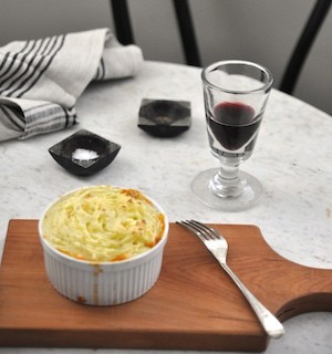 shepperds-pie-at-the-table